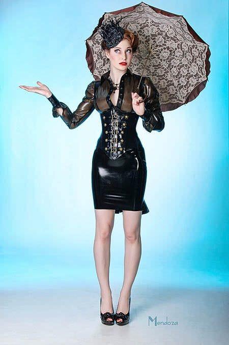 Эсме Бьянко фото с зонтом