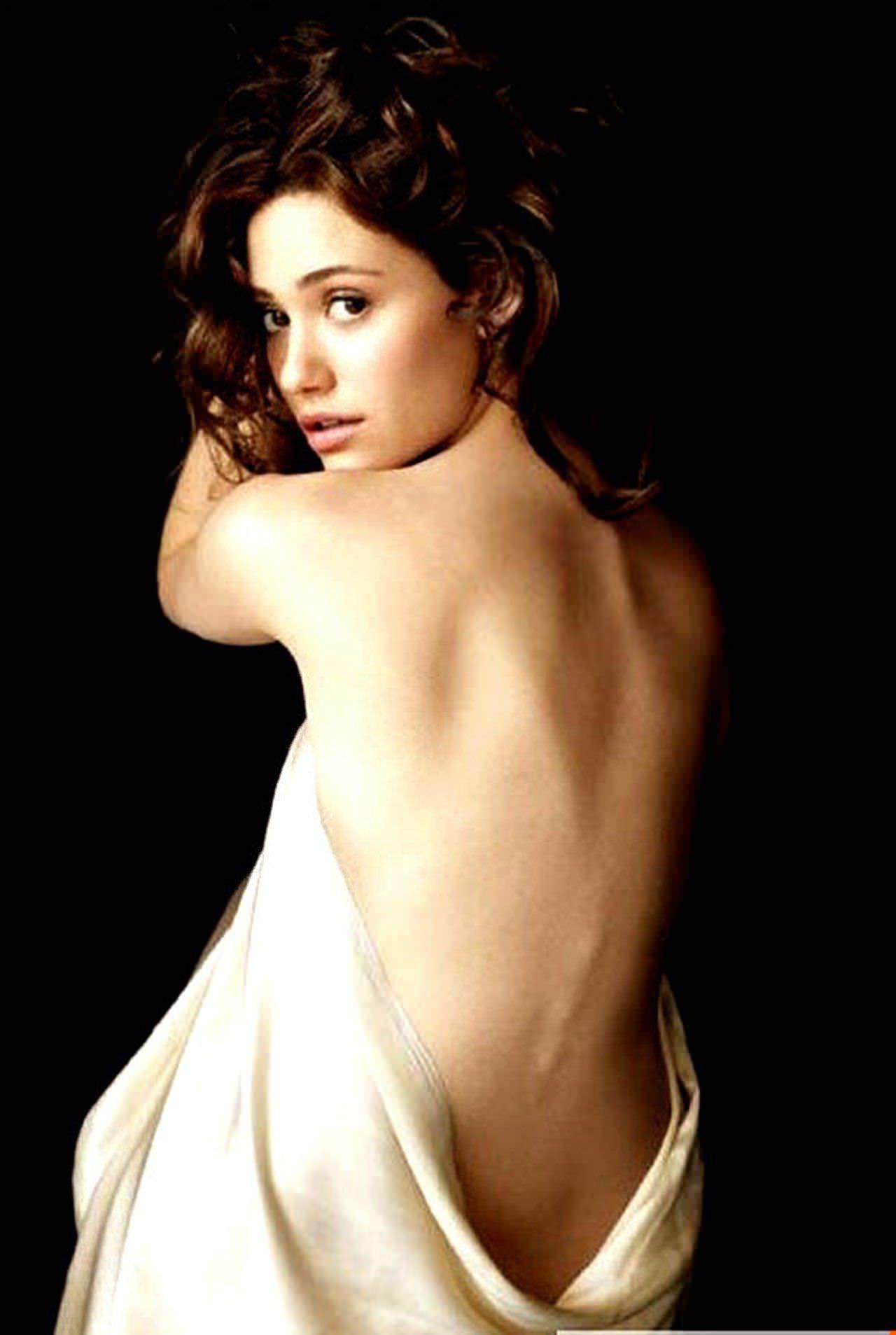 Эмми Россум фото со спины