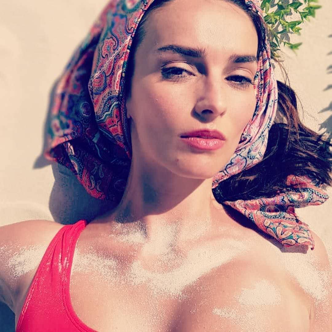 Юлия Зимина фото на песке