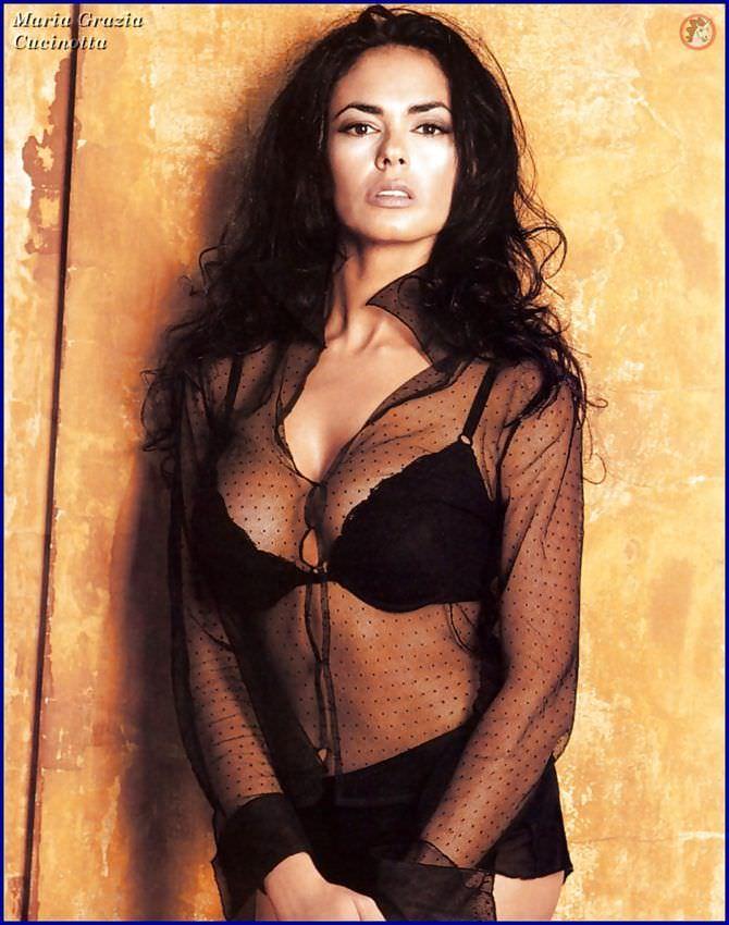 Мария Грация Кучинотта фото в прозрачной блузке в молодости