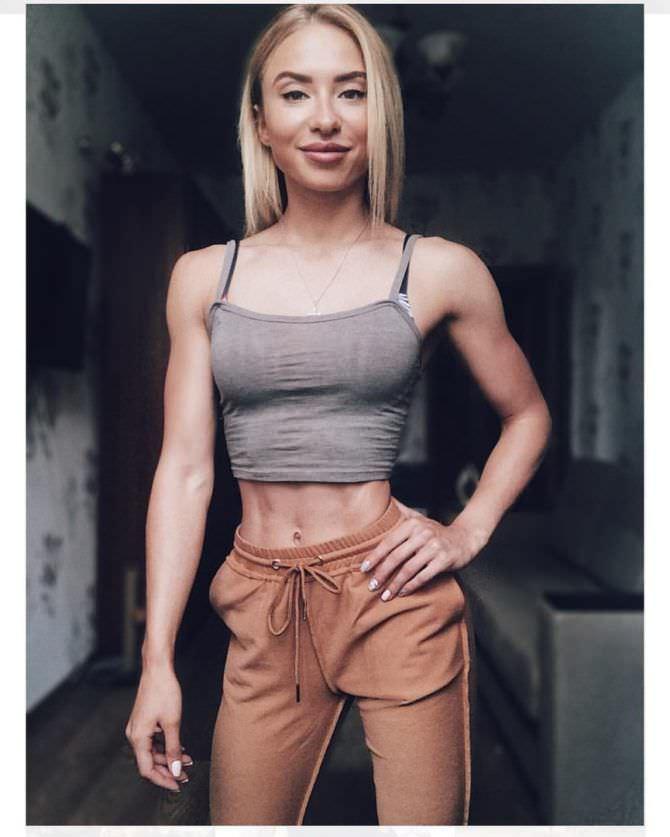 Мария Соколова фото в комнате