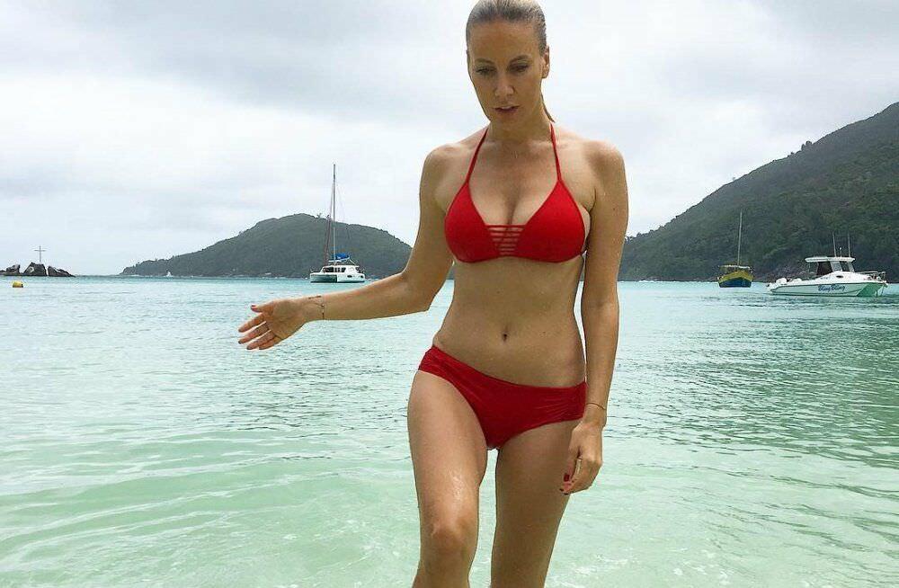 Елена Летучая фото в красном купальнике