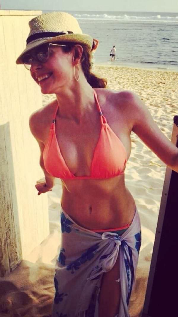 Эсме Бьянко фото на пляже