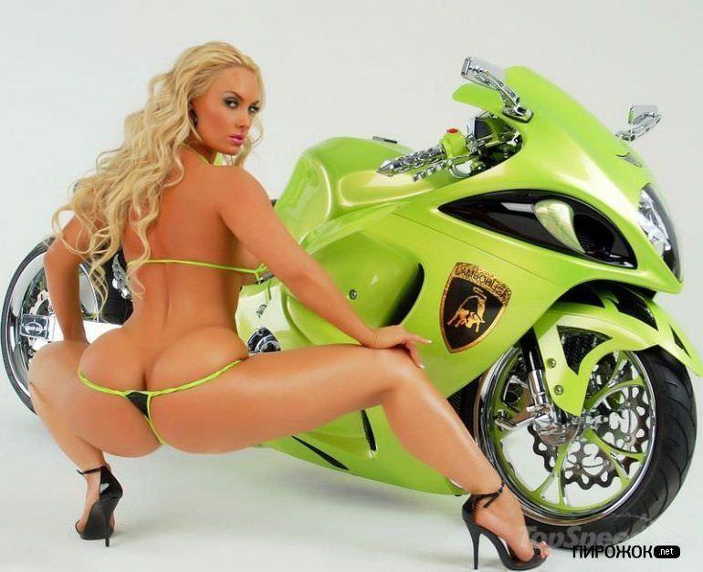 Николь Остин фото у мотоцикла