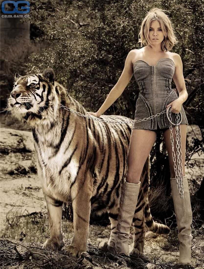 Сиенна Миллер фото с тигром
