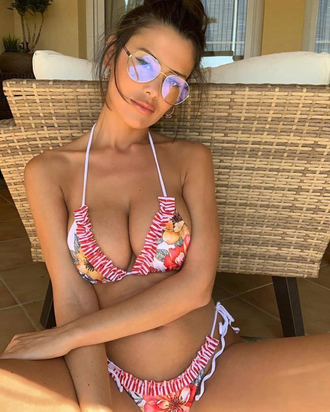 Ева Падлок фото в очках