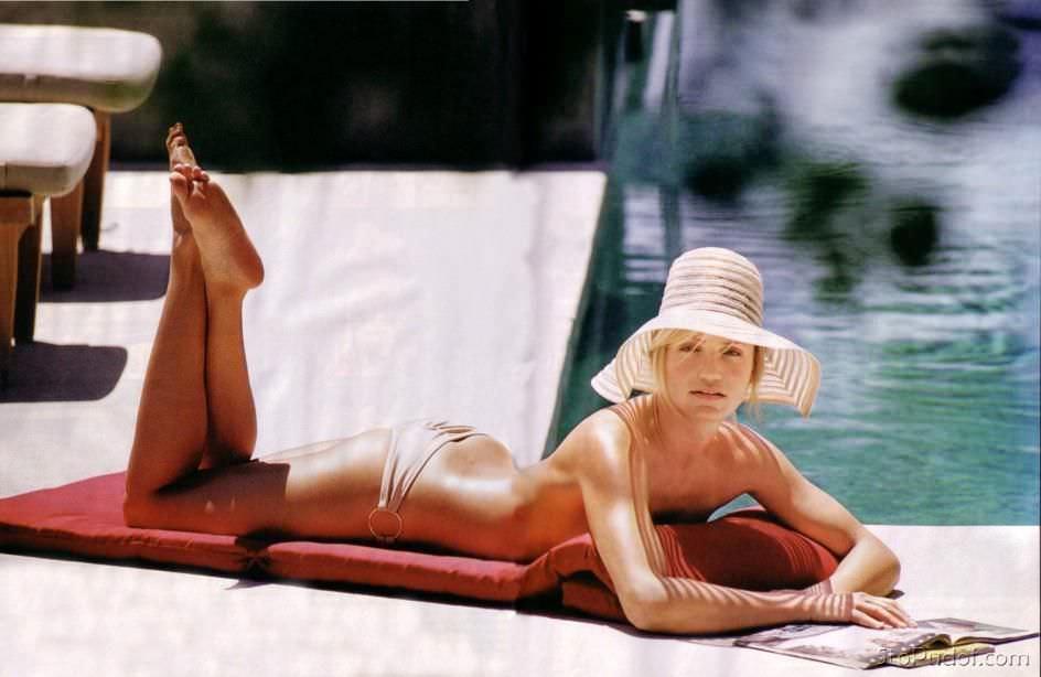 Кэмерон Диаз фото возле бассейна
