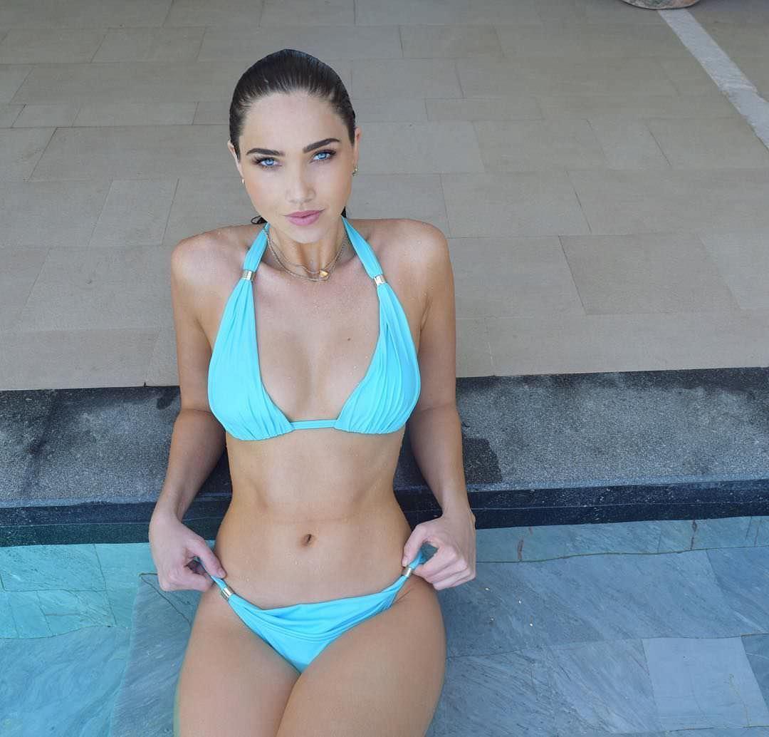 Джессика Грин фото в бассейне