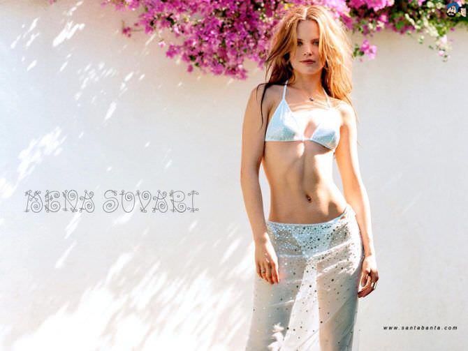 Мина Сувари фото в купальнике
