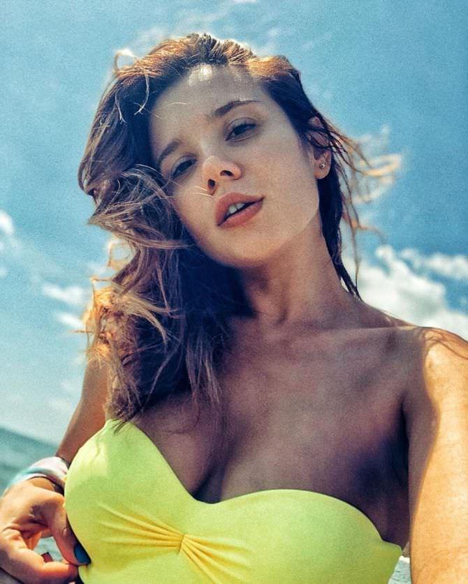 Галина Безрук фото в желтом купальнике