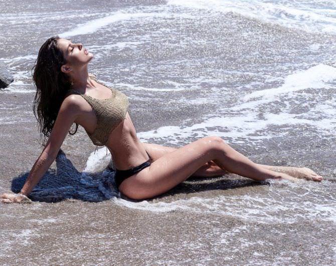 Аманда Черни фотосессия на пляже в инстаграм