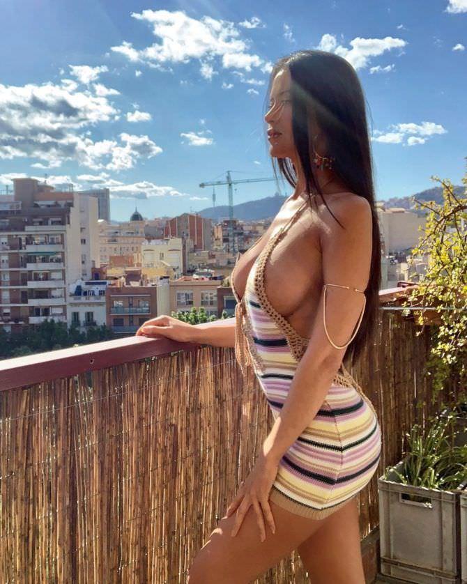 Ева Падлок фото на балконе