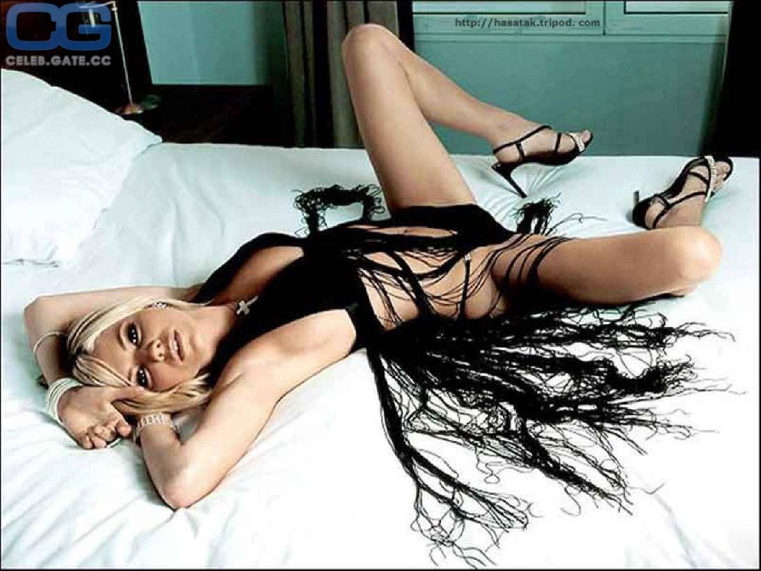 Сиенна Миллер откровенное фото на кровати