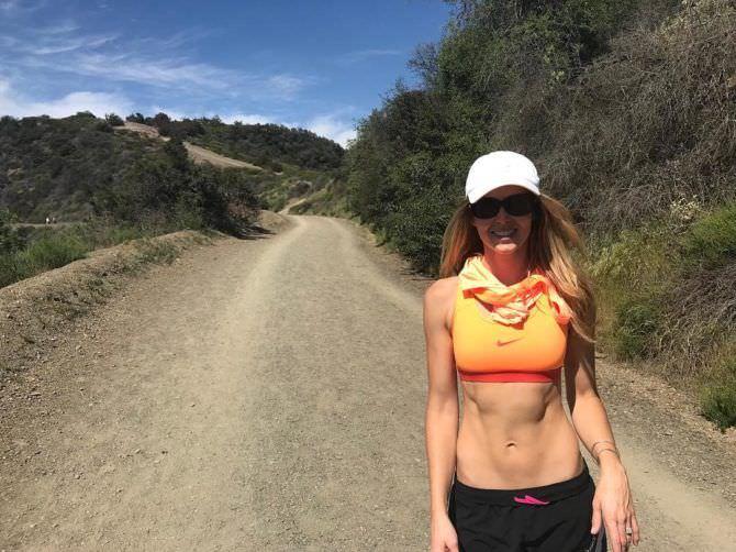 Анна Хатчисон фото на пробежке
