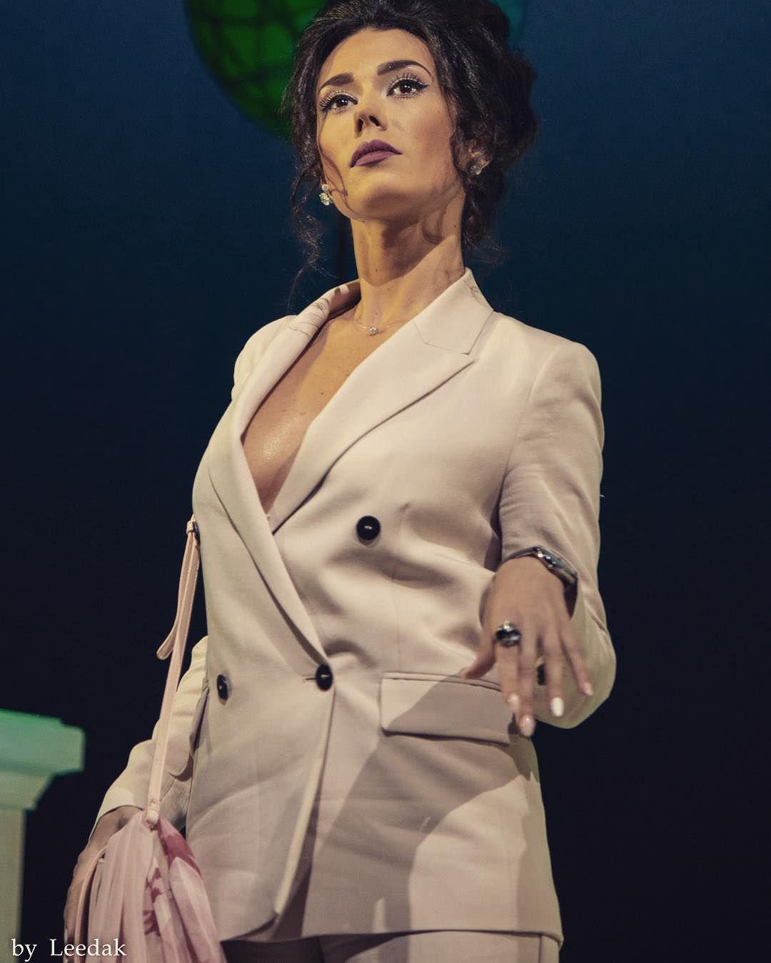 Виктория Заболотная фото в пиджаке