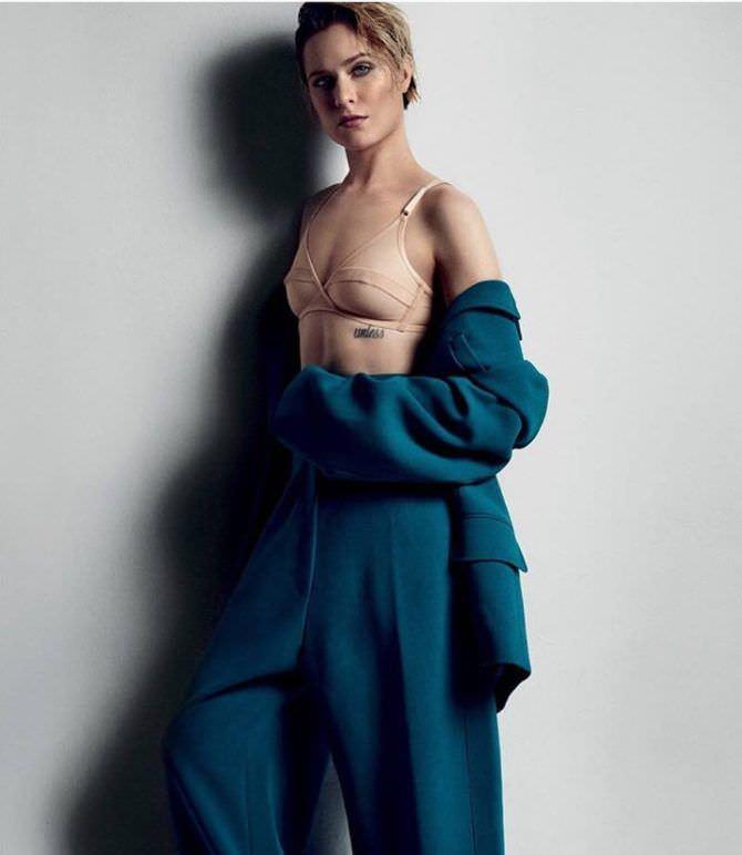 Эван Рэйчел Вуд фотография в синем костюме