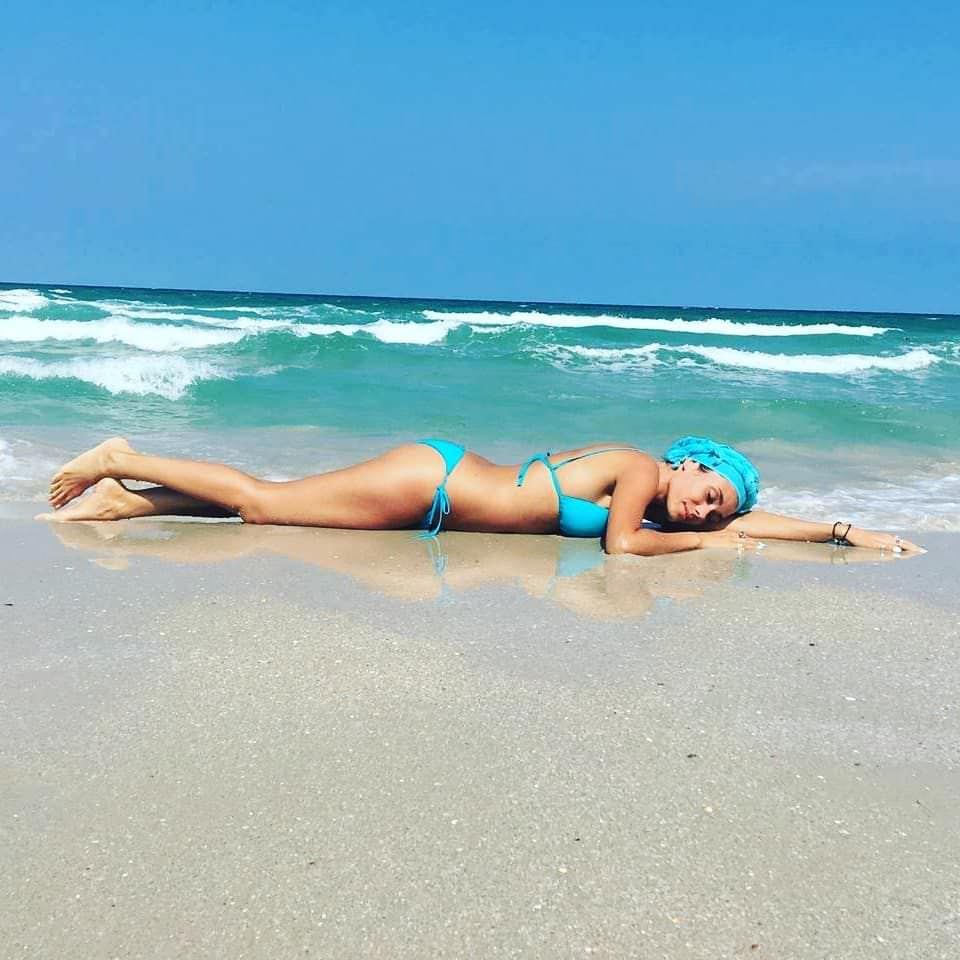 Виктория Заболотная фото на песке