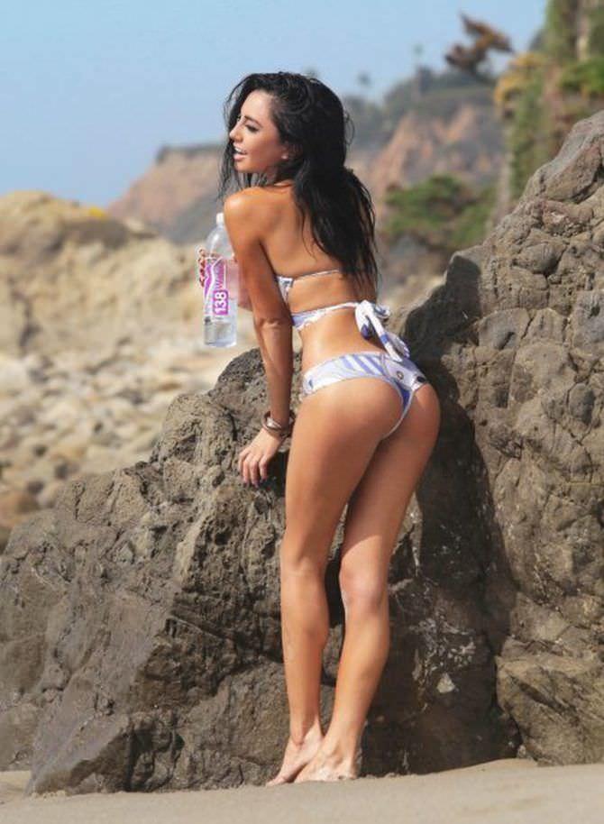 Изабела Монер фото в красивом бикини
