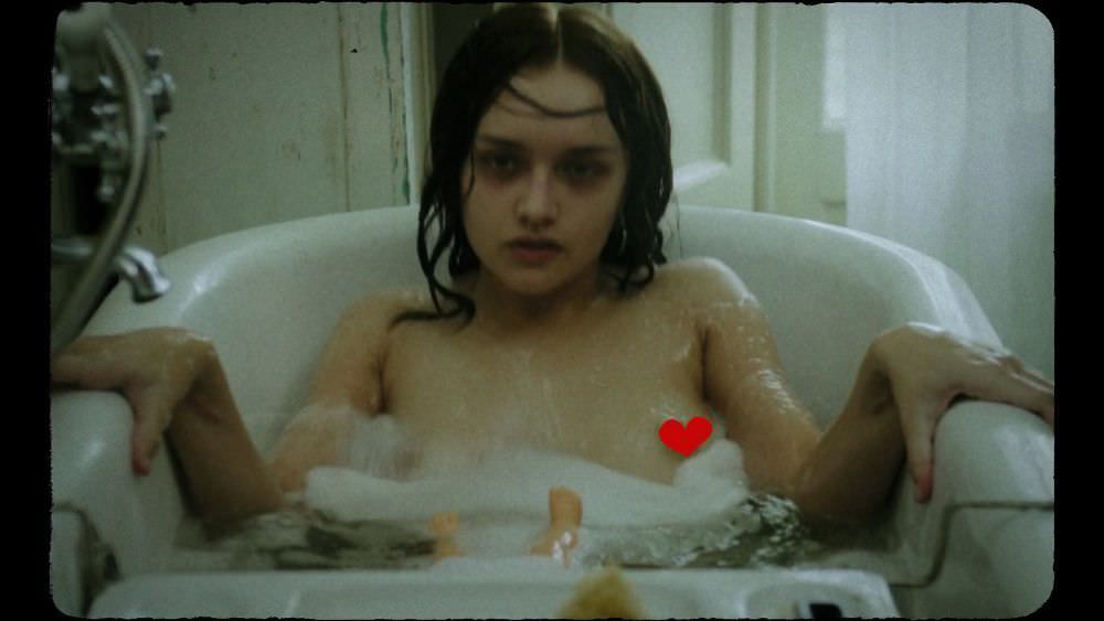 Оливия Хук фото в ванной