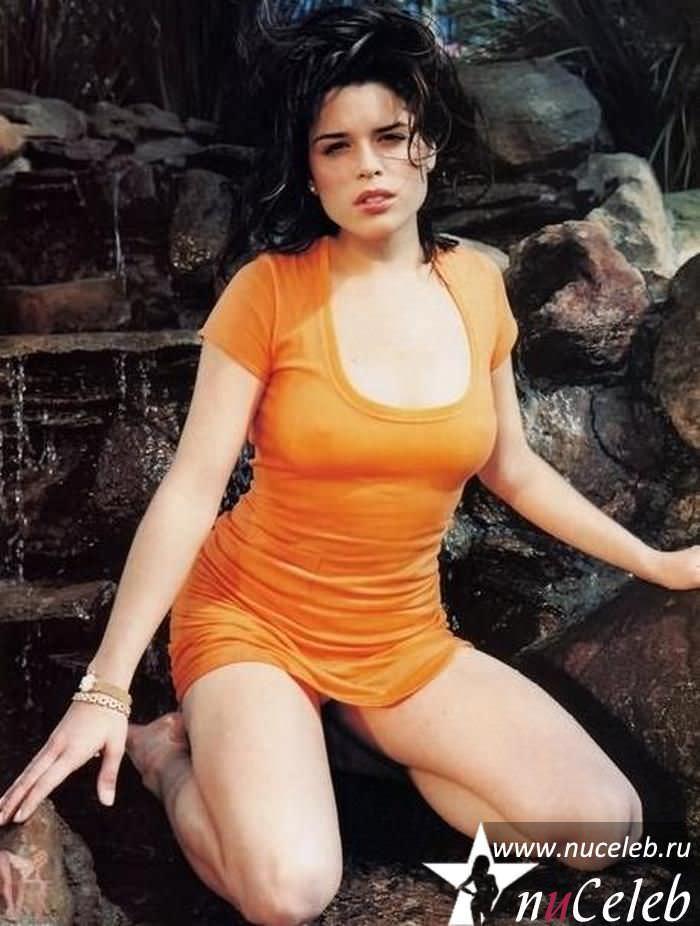 Нив Кэмпбелл фото в оранжевой футболке