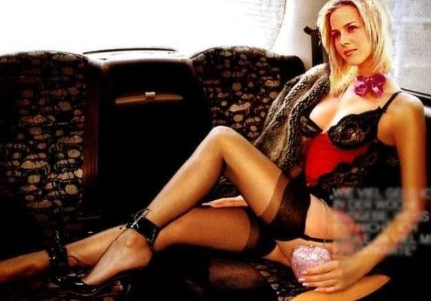 Джули Бенц фото в корсете