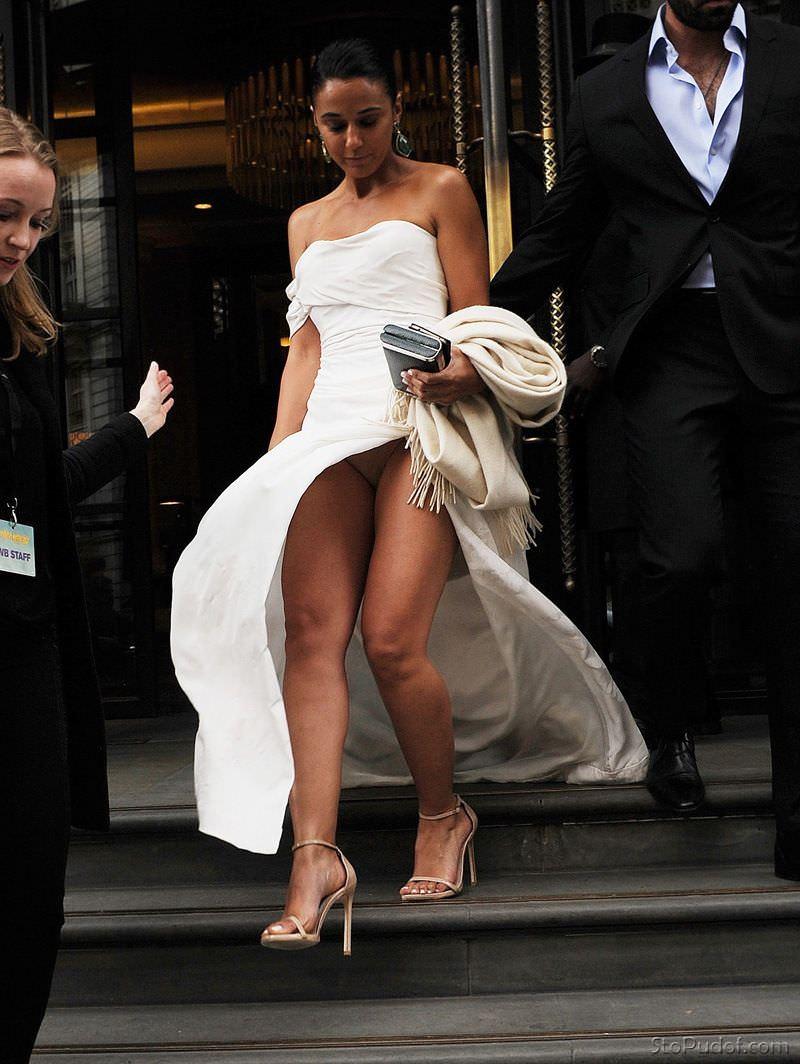 Эммануэль Шрики фото в белом платье