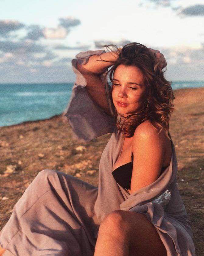 Галина Безрук фото в пляжной тунике