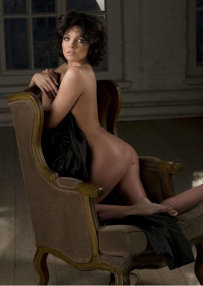 Наталья Земцова фотосессия с креслом для журнала