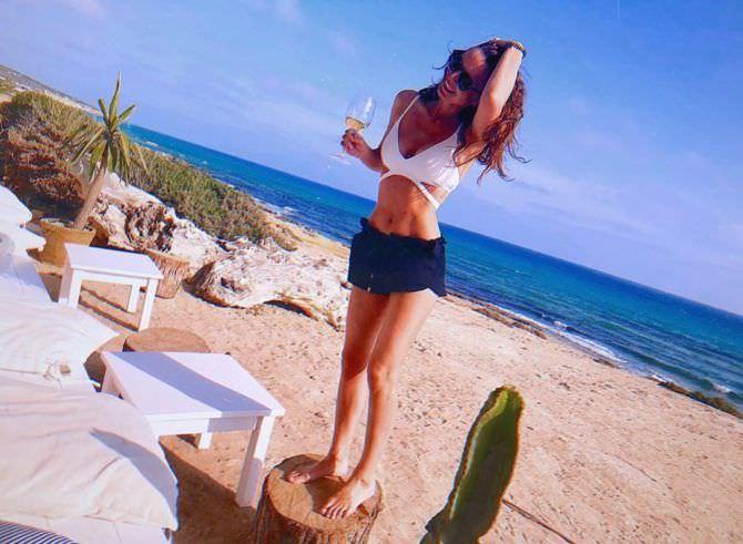 Екатерина Молоховская фотография на песчаном пляже