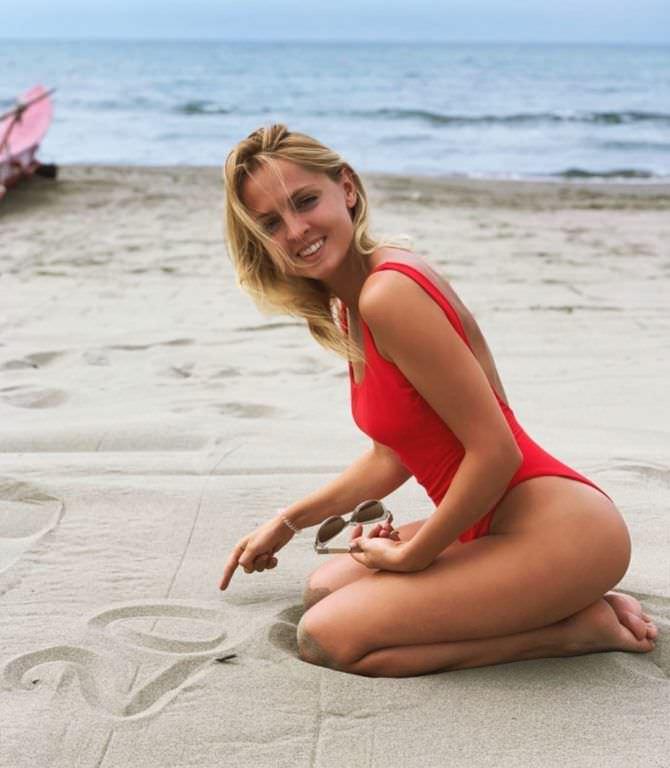 Янина Студилина фото в купальнике в инстаграм