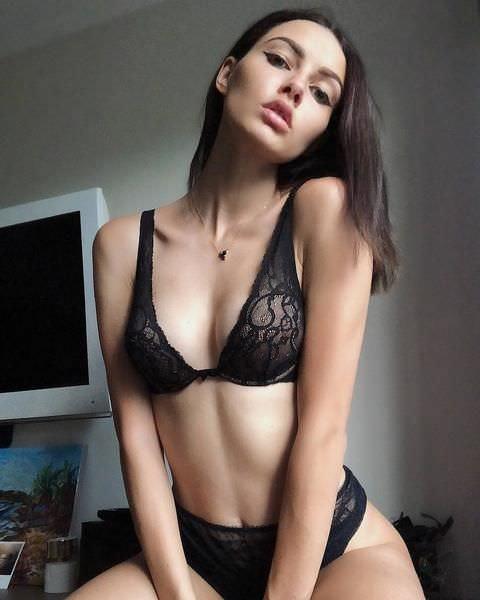 Полина Фаворская фото с распущенными волосами