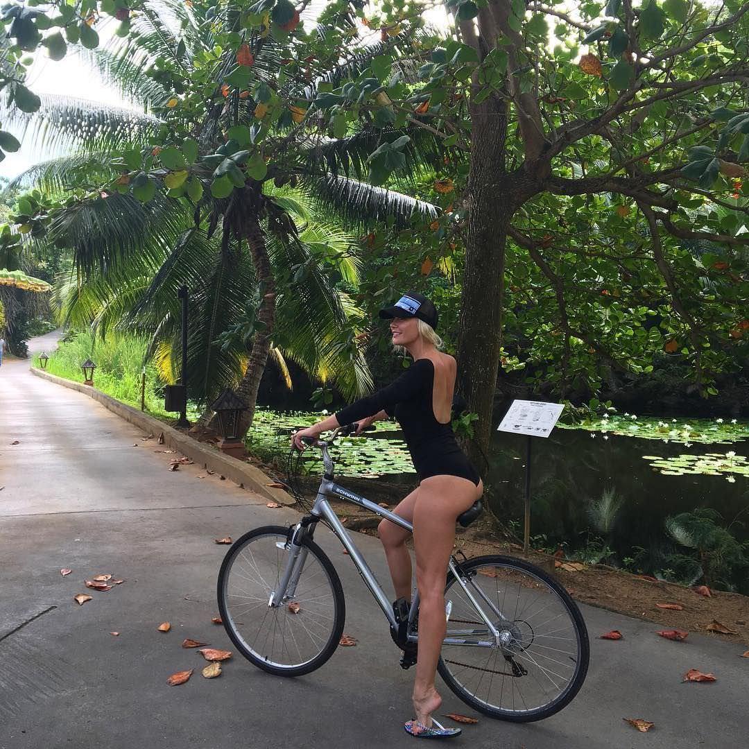 Елена Летучая фото на велосипеде