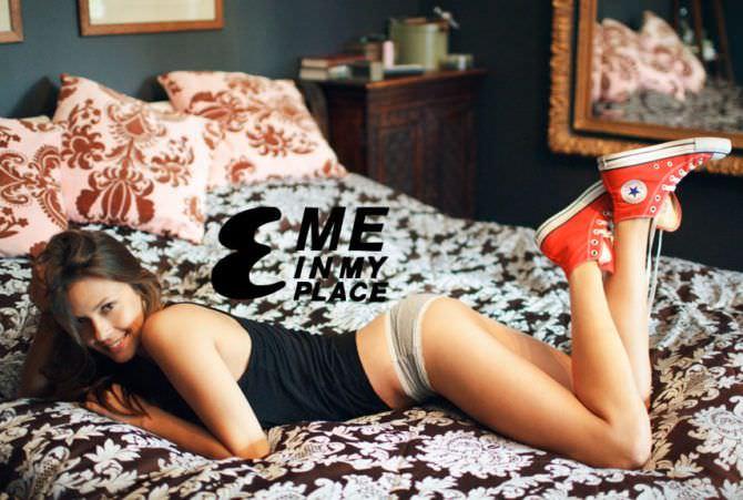 Ольга Фонда фото на кровати в кедах