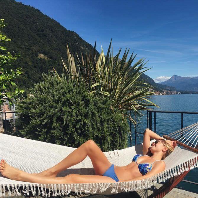 Янина Студилина фото в купальнике в гамаке