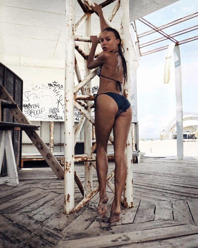 Арина Постникова фото в чёрном бикини