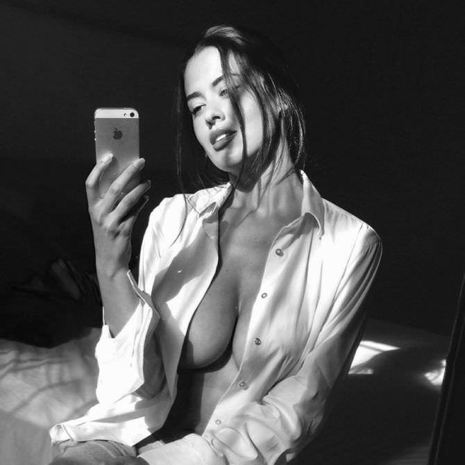 Ева Падлок фото в рубашке