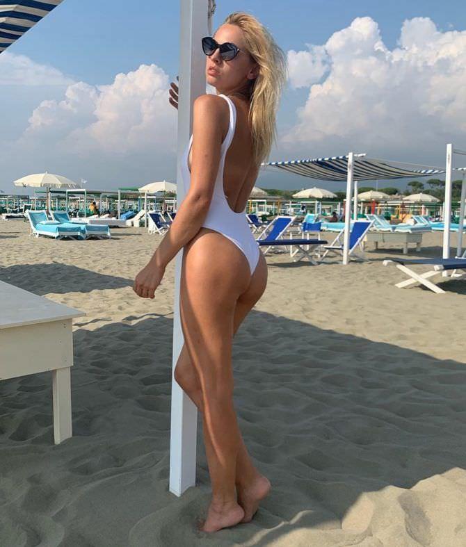 Янина Студилина фотография в купальнике в инстаграм