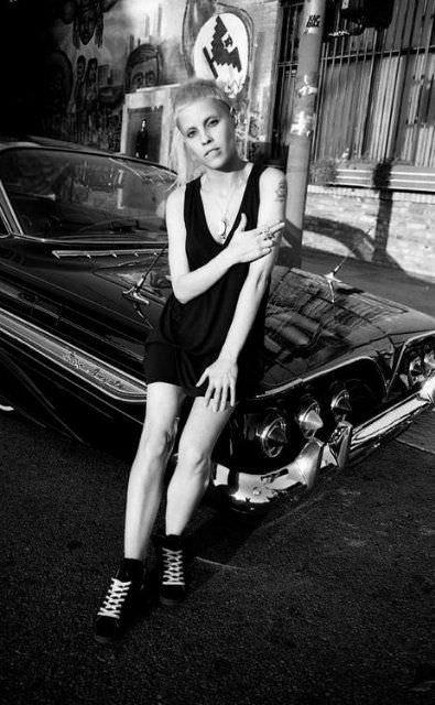 Йоланди Фиссер фото в черном платье