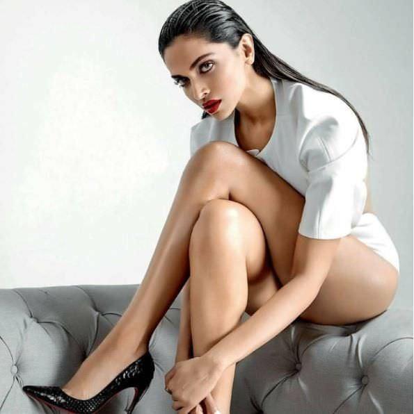 Дипика Падуконе фото в черных туфлях