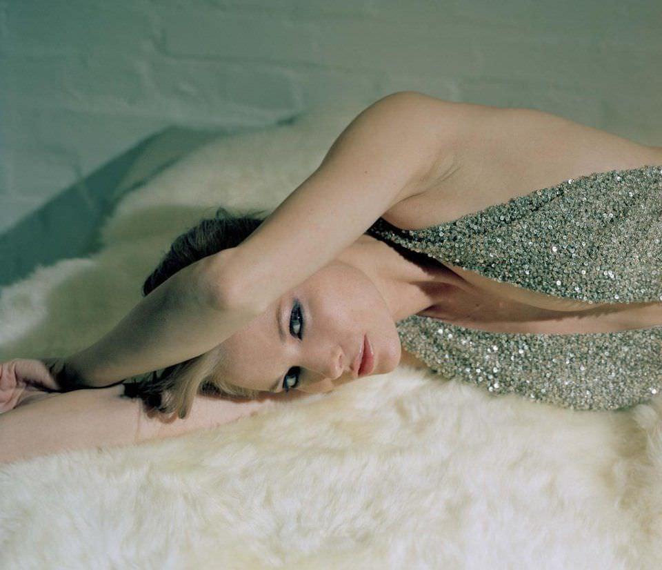 Сиенна Гиллори фото на одеяле
