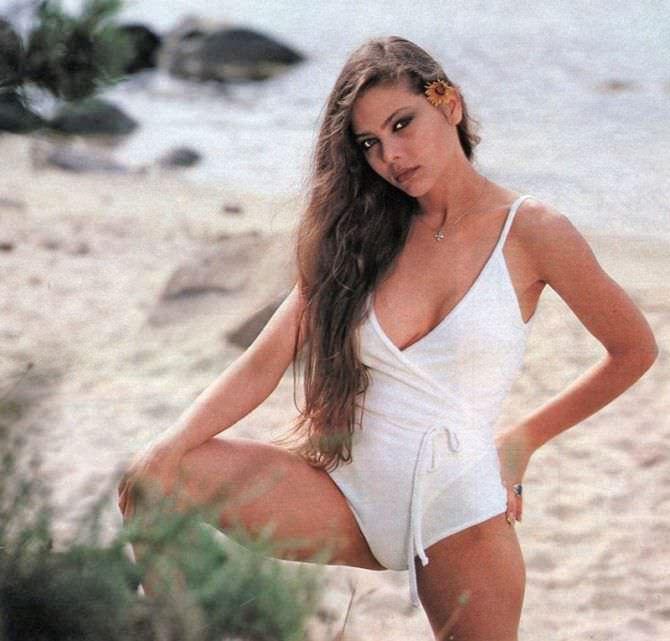 Орнелла Мути фото в белом купальнике