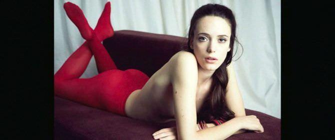 Стейси Мартин фото обнаженного бюста
