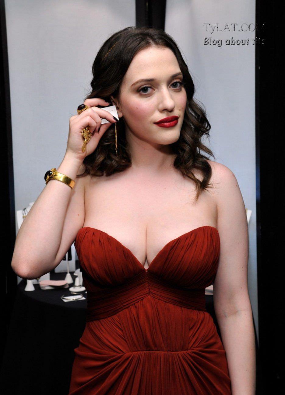 Кэт Деннингс фото в красном платье
