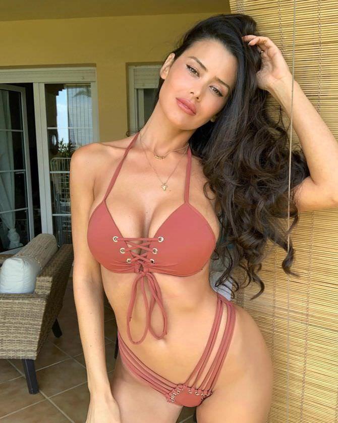 Ева Падлок фото в красном купальнике