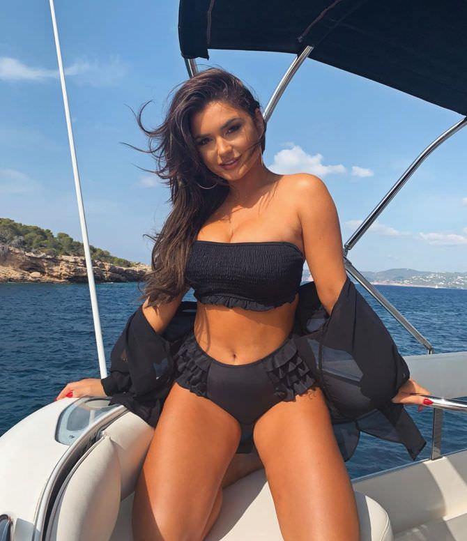 Индия Рейнольдс фотография с отдыха на яхте