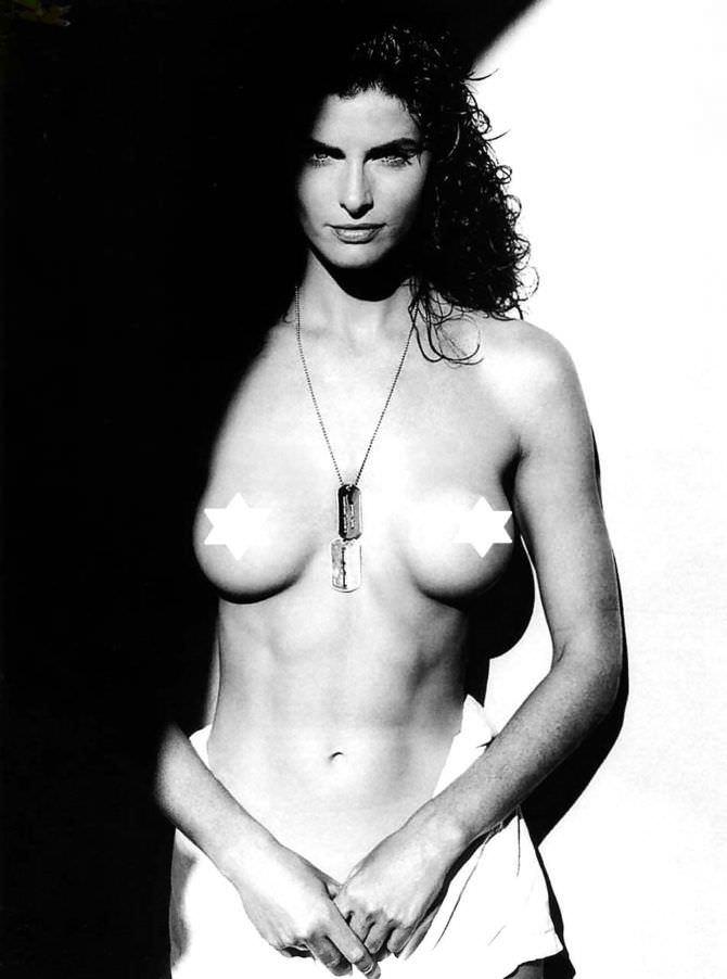 Джоан Северанс фотография с кулоном