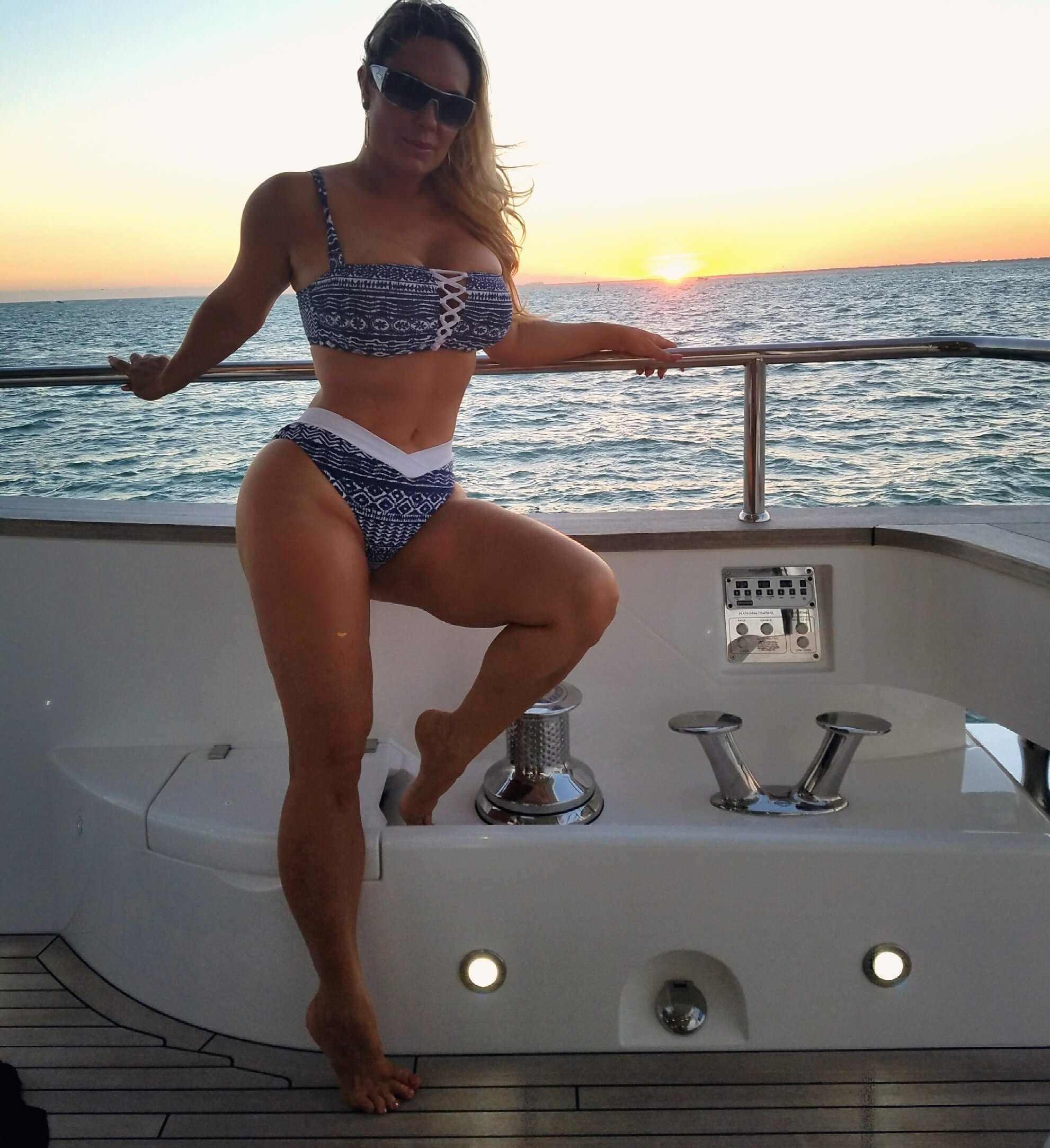 Николь Остин фото на яхте