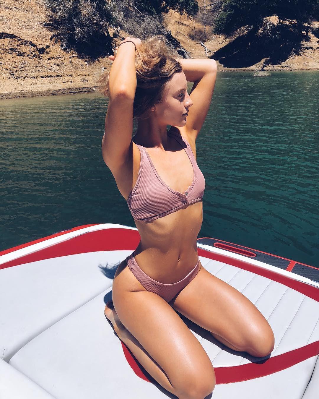 Дейзи Кич фото на воде