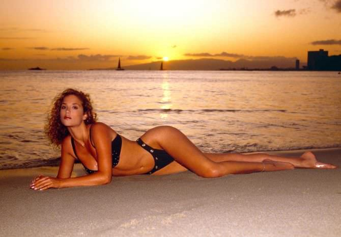 Элизабет Беркли фотосессия на пляже в молодости