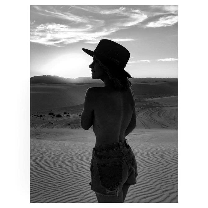 Шантель Вансантен фото в коротких шортах